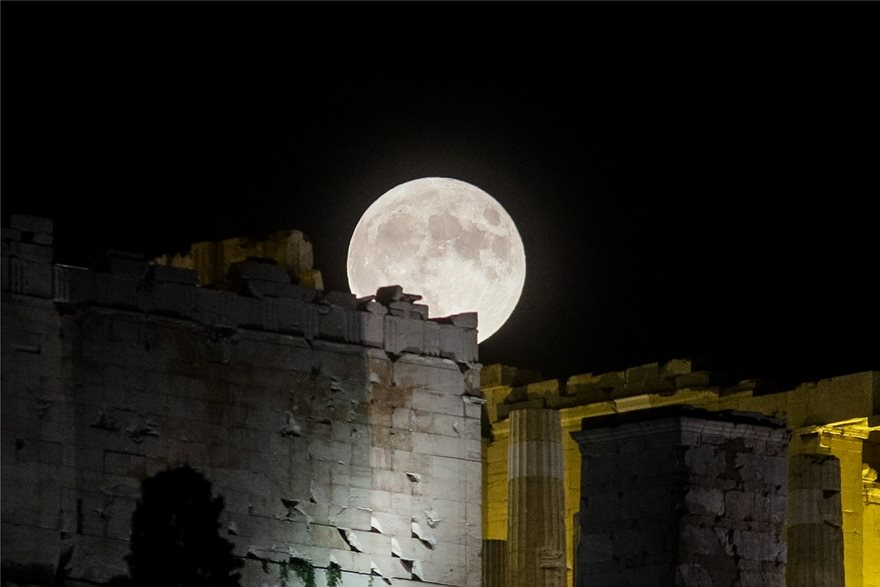 "feggari-akropoli-ena ""Πανσεληνιαστήκαμε"" και μαγευτήκαμε χθες το βράδυ"