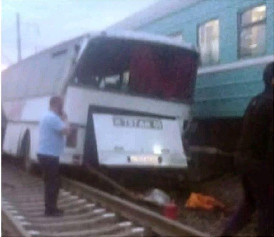 treno-sugkrousi-ena
