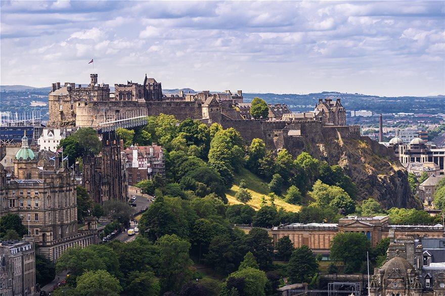 121634767_l_Calton-Hill_-Edinburgh