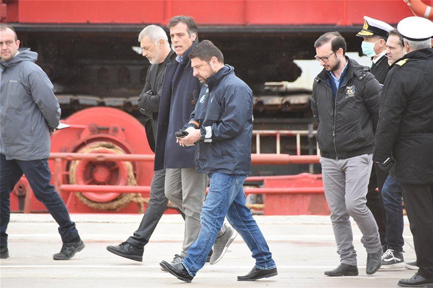 Πλοίο «Ελεύθεριος Βενιζέλος»: Στο λιμάνι ο Χαρδαλιάς για την αντιμετώπιση της «υγειονομικής βόμβας»