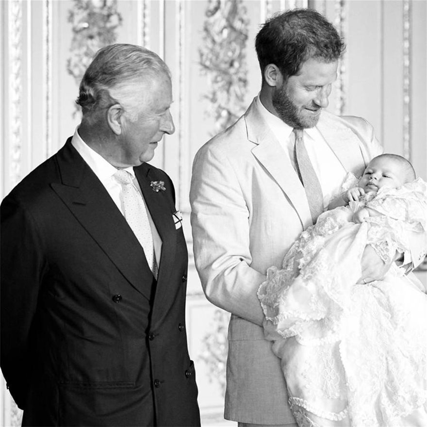 Ο_πριγκιπας_Καρολος_και_ο_πριγκιπας_Χαρι_με_τον_Αρτσι_στο_βαπτισμα_του_τον_Ιουλιο_του_2019