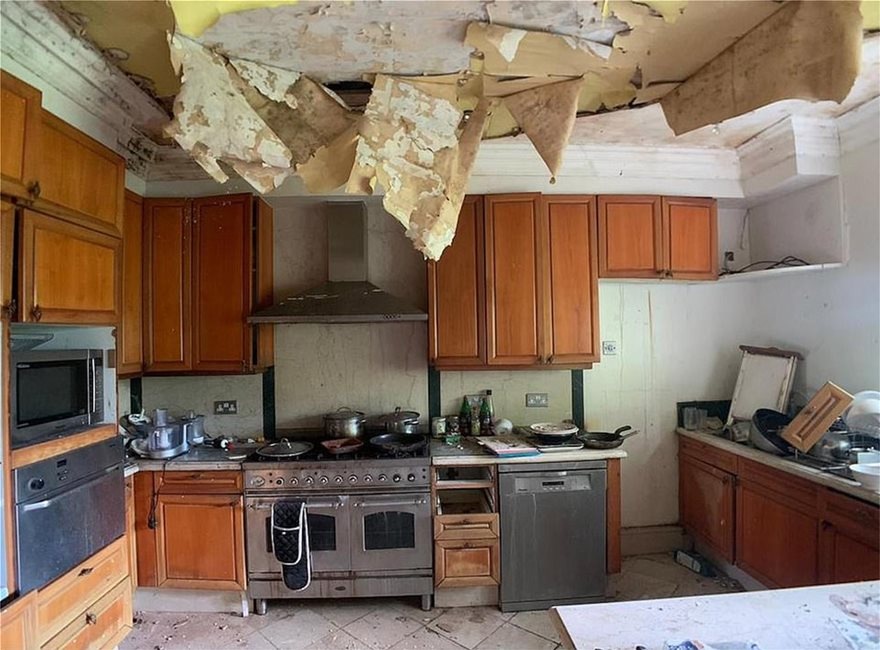 28531644-8339211-Land_Registry_records_reveal_the_house_pictured_the_kitchen_has_-a-2_1589966249294