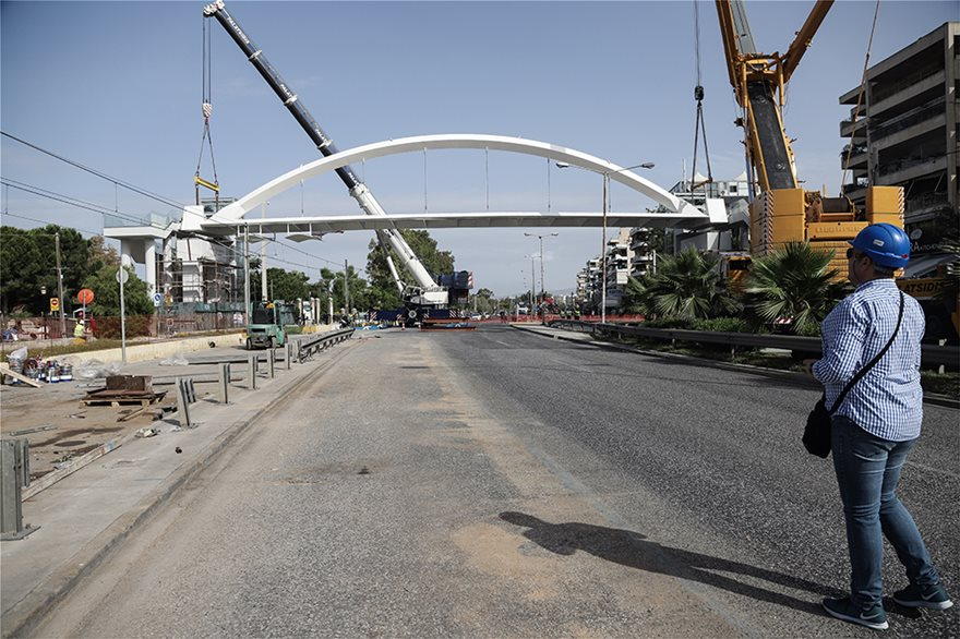bridge6  Νέα πεζογέφυρα στη Λεωφόρος Ποσειδώνος: Δείτε εντυπωσιακές εικόνες από την τοποθέτησή της bridge6