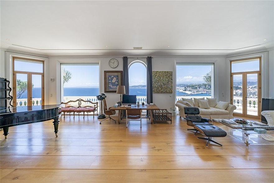 living-room-villa-le-roc-fluei