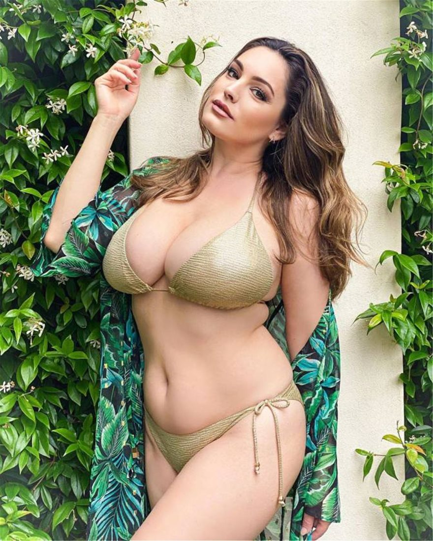Kelly-Brook-Huge-Boobs-3