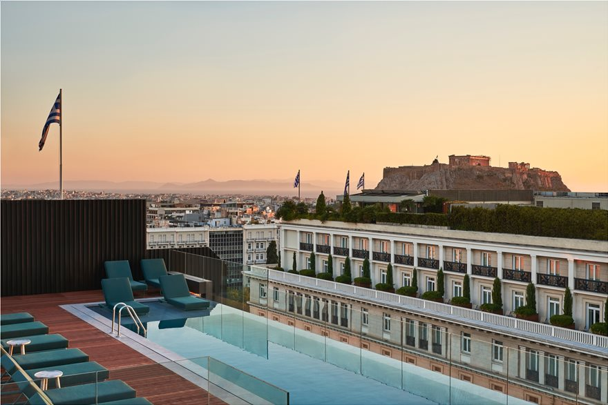 Athens_Capital_Mappemonde-RooftopBar-Infinity_Pool-_Acropolis_View