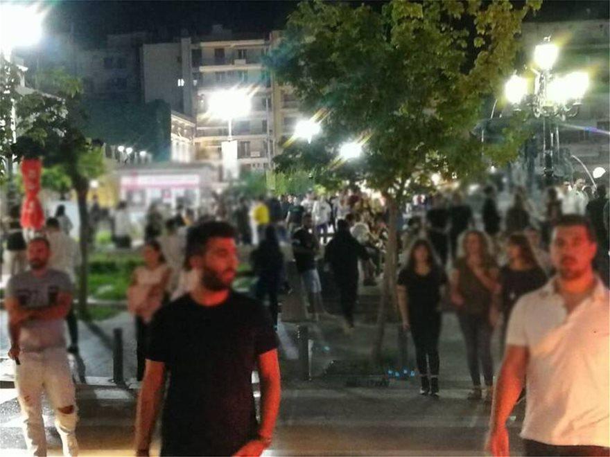 Κορωνοϊός - Πάτρα: «Βούλιαξαν» από κόσμο πεζόδρομοι και πλατείες (φωτο)