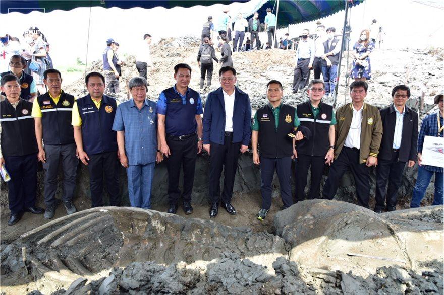 Σημαντική ανακάλυψη στην Ταϊλάνδη: Βρήκαν 12 χλμ από την ακτή σκελετό φάλαινας 5.000 χρόνων (φωτο)
