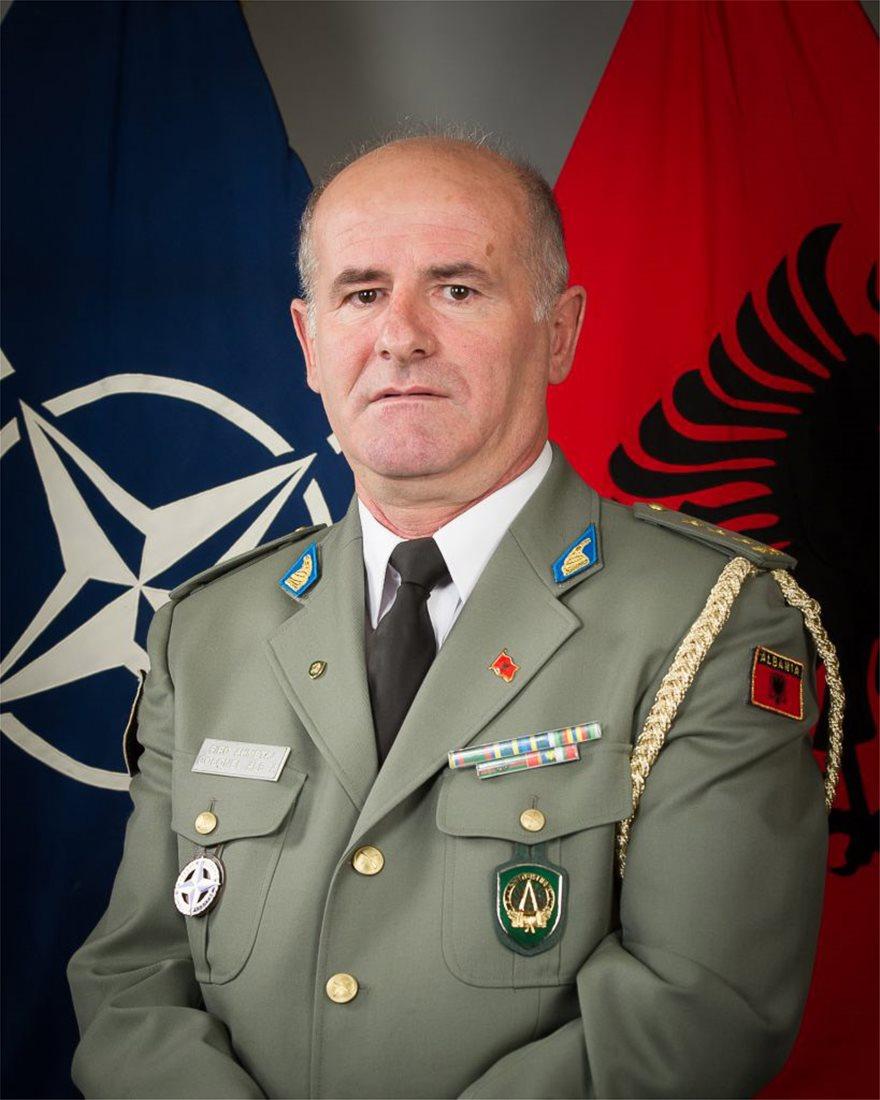 Flamur-Shqiptar-NATO-CV-Anglisht-819x1024