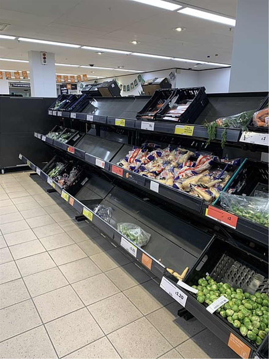 37094296-9073729-There_were_empty_spaces_in_the_vegetable_aisle_at_this_Sainsbury-a-6_1608540251945