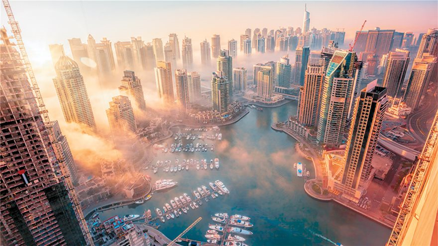 f5_85262841-dubai-marina-with-colorful-sunset-in-dubai-united-arab-emirates