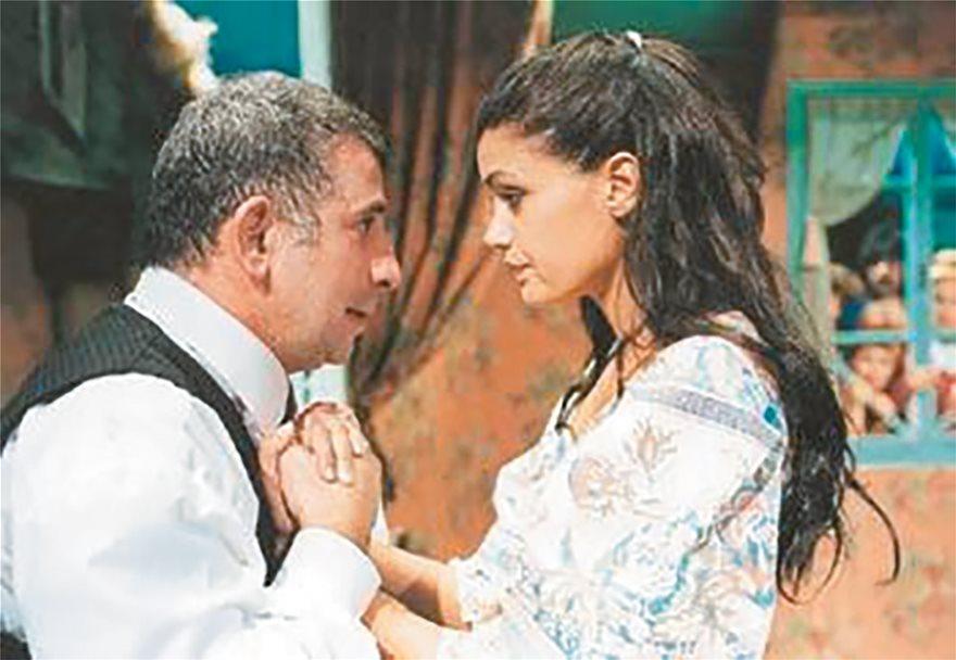 Πέτρος Φιλιππίδης και Αννα-Μαρία Παπαχαραλάμπους, (2000), παράσταση «Οι Ηλίθιοι».