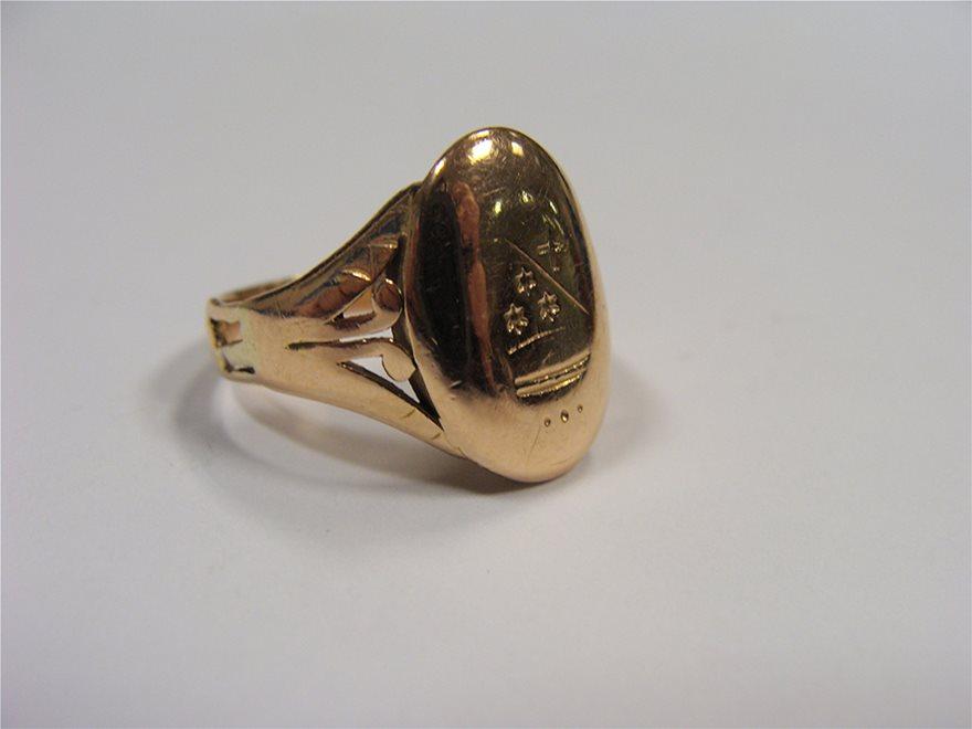 Δαχτυλιδι-με-το-Οικοσημο-της-Οικογενειας-Πετραλια-κατα-την-Επανασταση-του-1821