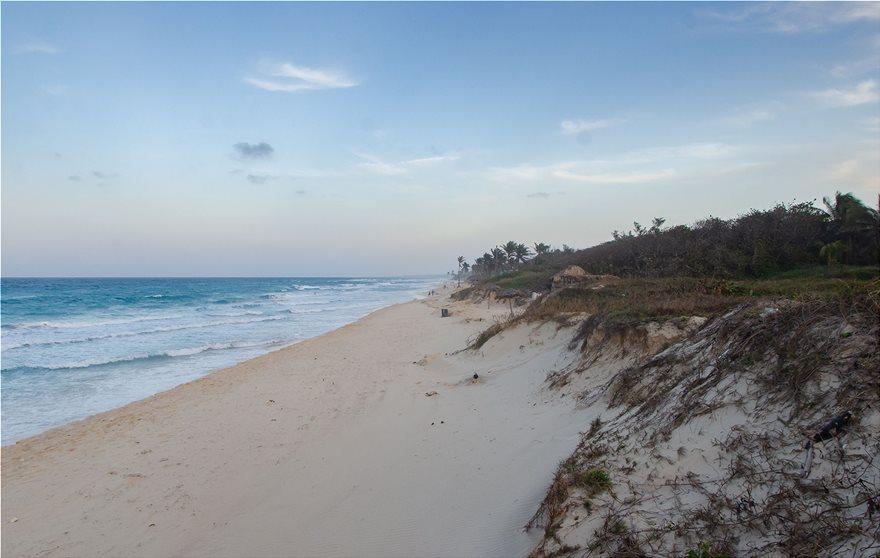 2_Santa_Maria_Beach_Cuba_118555701_xl