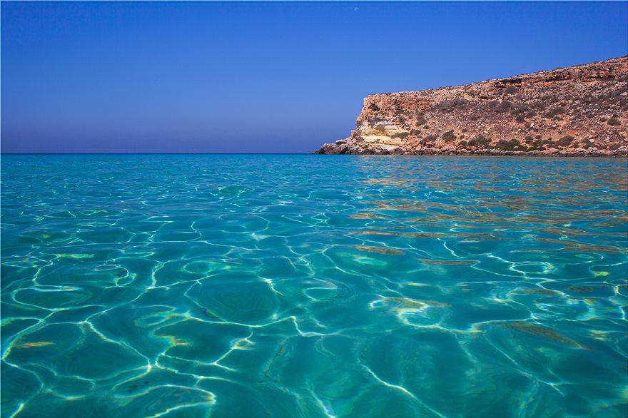 8_Spiaggia_a_dei_Conigli_Italy_123530890_xl
