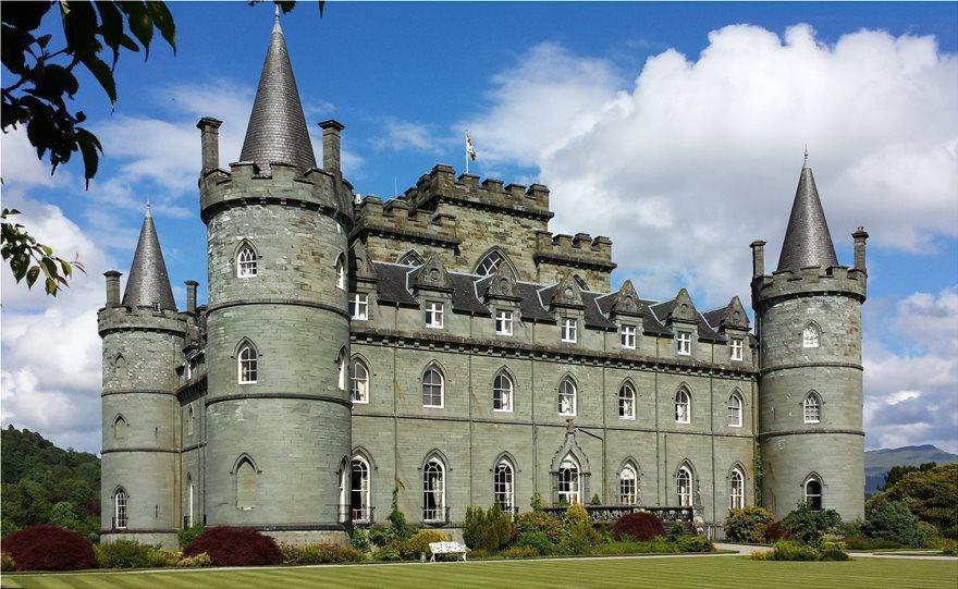 Inveraray_Castle_-_south-west_facade