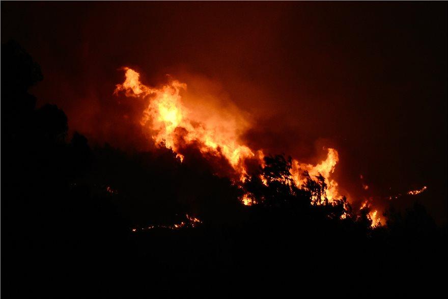 Φωτιά στην Κορινθία: Νύχτα θρίλερ, Φωτιά στην Κορινθία: Νύχτα θρίλερ – Μαίνεται ο πύρινος εφιάλτης, Eviathema.gr | Εύβοια Τοπ Νέα Ειδήσεις
