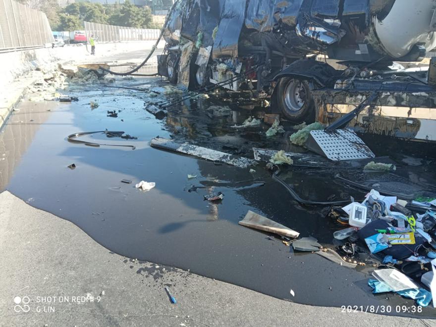 Ανατροπή βυτιοφόρου στη Δραπετσώνα: Γέμισε ο δρόμος καύσιμα – Δείτε εικόνες