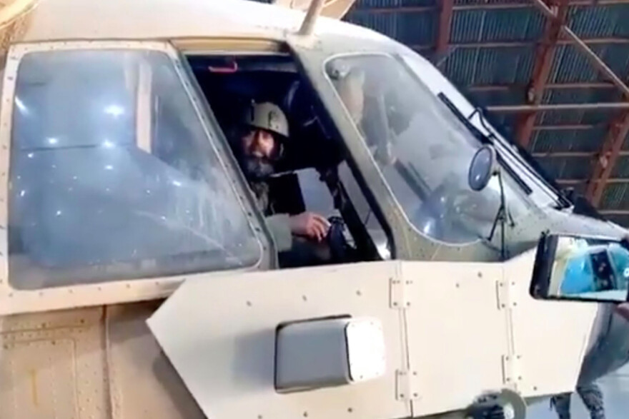 taliban-helicopter-62